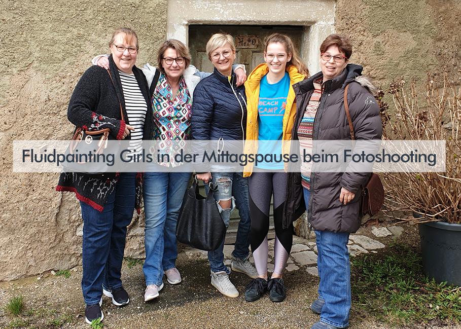 Fluidpainting Workshop Sabine Leipold mit Kursteilnehmerinnen
